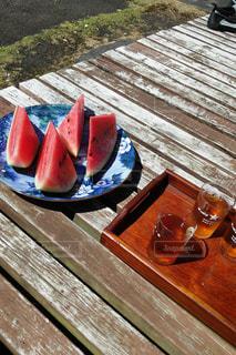 夏,屋外,スイカ,縁側,のんびり,涼,日中,熱中症,麦茶,穏やかな時間,暑さに負けるな