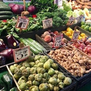 風景,海外,カラフル,アメリカ,果物,野菜,市場,シアトル,マーケット,食材,夏野菜,バナナ,リンゴ,販売