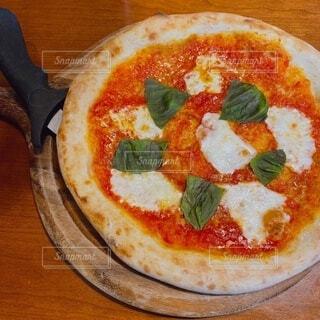 食べ物,食事,フード,チーズ,料理,木目,菓子,自家製,イタリア料理,ファストフード,飲食,ピザ,ピザチーズ,フラットブレッド