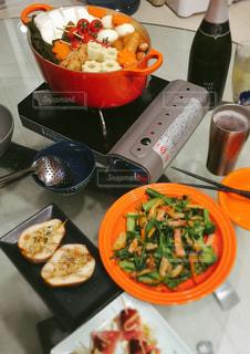 冬,夜,家庭料理,食卓,温かい,チーズ,ワイン,ビール,鍋,寒い,晩ごはん,シャンパン,おでん,おつまみ,洋梨,スパークリングワイン,家呑み,いちじく