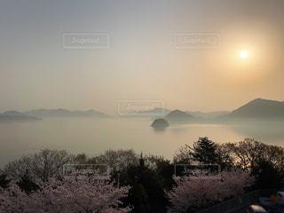 春の瀬戸内海の朝の写真・画像素材[1122330]