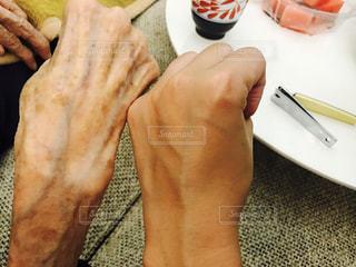 お婆ちゃんの手の写真・画像素材[741348]