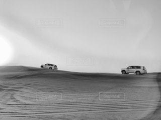 UAEドバイの砂漠で豪快なドライブ!の写真・画像素材[839695]