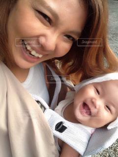 親子で笑顔の写真・画像素材[730567]
