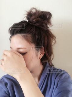 お団子ヘアの写真・画像素材[1031647]