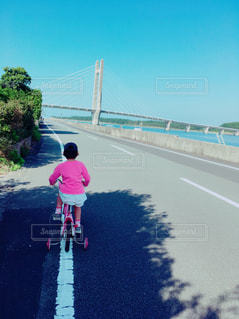 子ども,自転車,青空,サイクリング,お出かけ