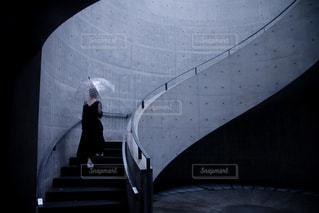 傘とワンピースの写真・画像素材[2164918]