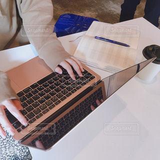 女性,パソコン,ノート,仕事,ビジネス,リモートワーク,ビジネスシーン