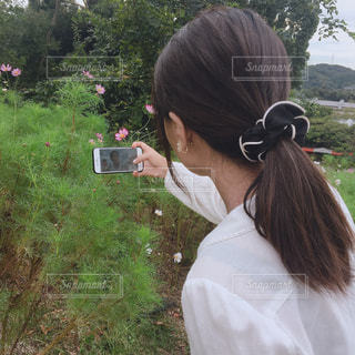 自撮りする女の子の写真・画像素材[2640232]