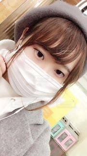 風邪をひいた女性の写真・画像素材[2698425]