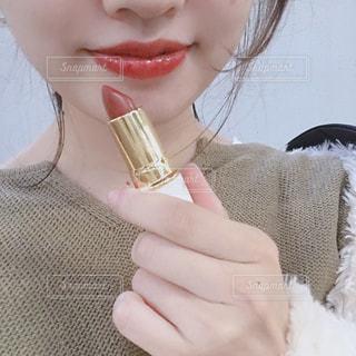 自撮り,赤,口紅,女の子,美しい,人物,人,唇,美容,コスメ,化粧品,赤リップ,美意識,20代女性