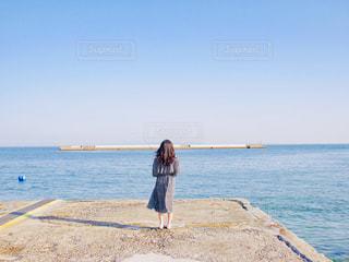 女性,友だち,1人,ファッション,自然,風景,海,空,屋外,ビーチ,砂浜,黒,海岸,人物,人,コーディネート,コーデ,ブラック,黒コーデ