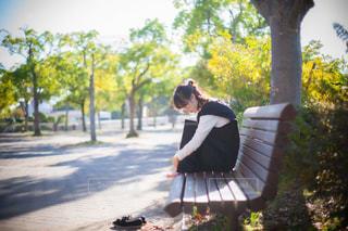 女性,1人,ファッション,風景,公園,屋外,黒,ベンチ,ドレス,樹木,人物,人,座る,コーディネート,コーデ,ブラック,黒コーデ