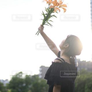 女性,1人,ファッション,風景,空,花,太陽,黒,樹木,人物,人,コーディネート,コーデ,ブラック,黒コーデ