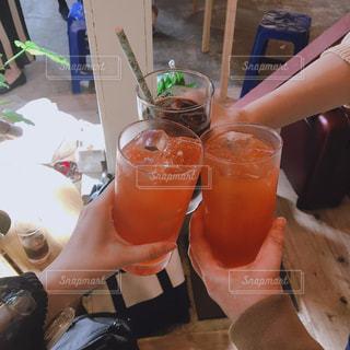 女性,飲み物,屋内,オレンジ,人物,人,イベント,グラス,カクテル,乾杯,ドリンク,パーティー,手元,ピンク レディー