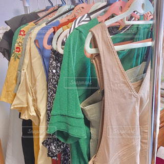 春,ワンピース,日常,鮮やか,ドレス,洋服,服,生活,カラー,ライフスタイル,収納,クローゼット,バッグ,夏服,衣替え,整理整頓