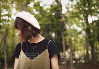 帽子をかぶった女性の写真・画像素材[3695993]