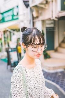 オシャレな街並と女の子の写真・画像素材[3787054]
