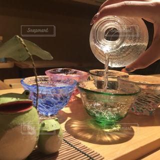 日本酒,お酒,屋内,水滴,ガラス,コップ,グラス,お寿司,おちょこ,日本料理