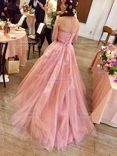 ピンクのドレスの女の子の写真・画像素材[1232251]