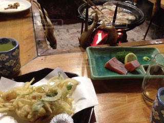 テーブルの上に食べ物のプレート - No.751915