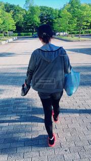 通りを歩いている人 - No.1005134