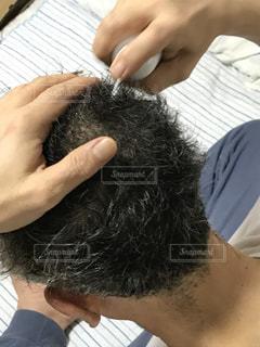人物,フワフワ,フサフサ,あわあわ,育毛,育毛剤,シューシュー,もっさり,生えてきた,自毛,増えてきた,育毛剤使用中,毛生え薬