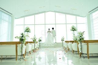 部屋の家具と大きな窓いっぱいの写真・画像素材[798974]