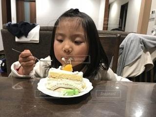 食べ物,ケーキ,朝食,テーブル,おやつ,人物,人,食べる,料理