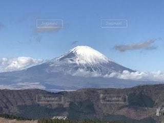 雪に覆われた山の写真・画像素材[2428716]