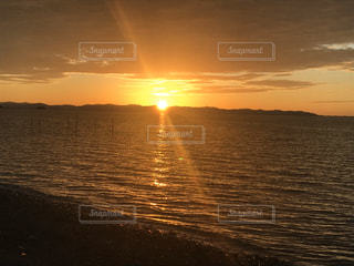 風景,海,空,屋外,湖,太陽,ビーチ,雲,夕暮れ,船,水面,海岸,光,地平線,日の出