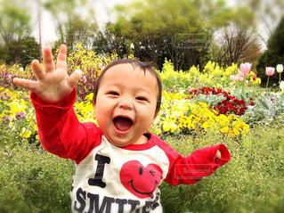 花,スマイル,チューリップ,子供,手のひら,ハート,笑顔,赤ちゃん,パンジー,昭和記念公園,男の子,微笑み,10ヶ月