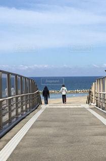 海,空,橋,ビーチ,後ろ姿,道路,道,後姿,野外