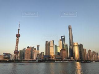 外灘から見る上海の夕暮れの写真・画像素材[3395363]