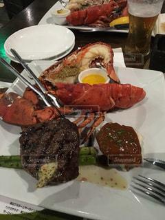 ナイフとフォークの食事のプレートの写真・画像素材[815266]
