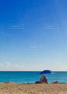 海の横にある砂浜のビーチ - No.1219765