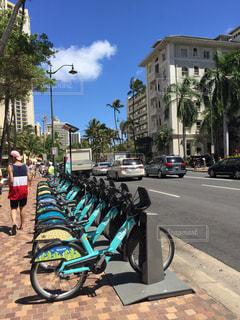 自転車が道の脇に駐車 - No.1251405