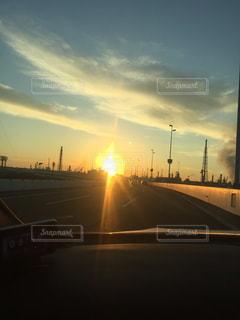街に沈む夕日の写真・画像素材[1271429]