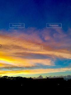 空には雲のグループの写真・画像素材[1314502]