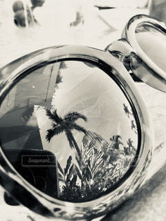 近くに車のサイドミラー ビューのアップの写真・画像素材[1431458]
