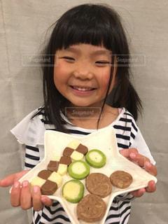 女の子,笑顔,お菓子,チョコレート,クッキー,美味しい,美味しい顔