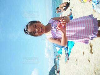 砂浜の少女の写真・画像素材[1617143]