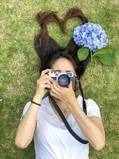 女性,カメラ,芝生,あじさい,髪型,女の子,ハート,紫陽花,髪の毛,フォルムカメラ