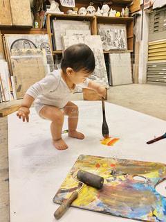 風景,絵の具,アート,子供,ペン,人,赤ちゃん,工作,幼児,少年,紙,雨の日,筆,おえかき,パレット,室内遊び,水彩絵の具,おうち時間