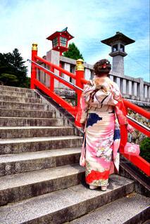 自然,空,建物,ピンク,階段,赤,雲,後ろ姿,景色,鮮やか,人物,背中,人,後姿,振袖,足利,振り袖,段差,織姫神社