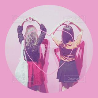 女性,2人,ピンク,後ろ姿,女の子,ハート,オシャレ,可愛い,友達,pink