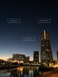 夜景,ビル,横浜,みなとみらい,桜木町,運河,ランドマークタワー,宵の明星,宵口