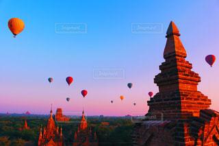 世界三大仏教遺跡と気球の写真・画像素材[1121520]