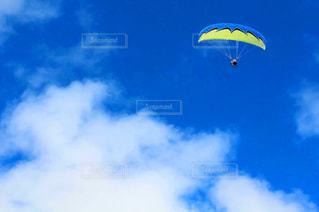 奄美の大空で空中散歩の写真・画像素材[1121561]