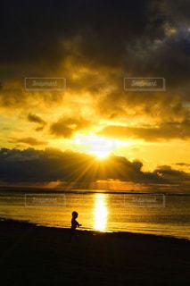 子ども,空,太陽,ビーチ,水面,海岸,シルエット,光,ハワイ,夕陽,サンセット